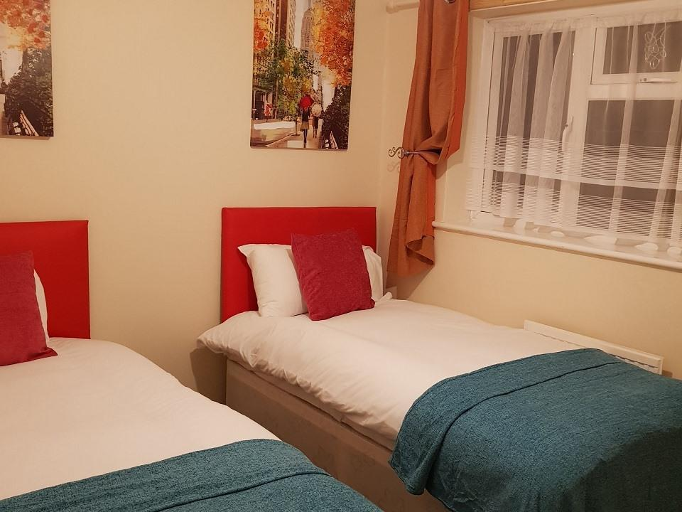 Serviced-Apartments-Luton-Ravenhill-House-Apartments-Near-Kenilworth-Road-Stadium-Urban-Stay-1