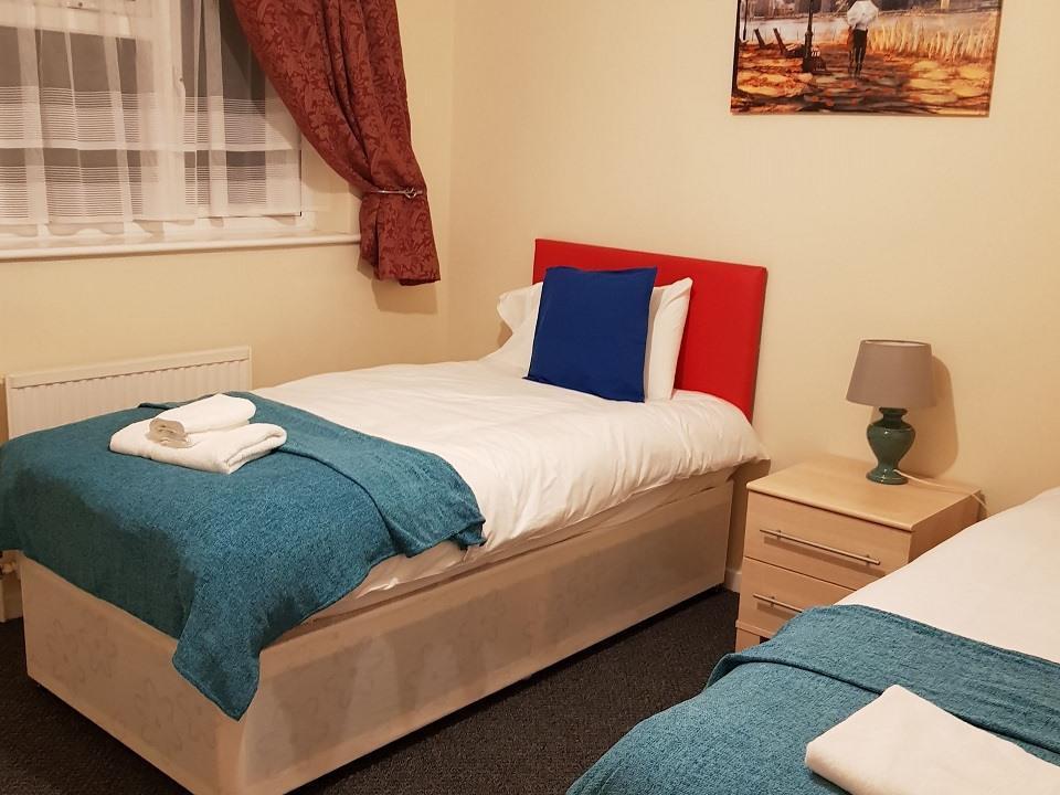 Serviced-Apartments-Luton-Ravenhill-House-Apartments-Near-Kenilworth-Road-Stadium-Urban-Stay-18