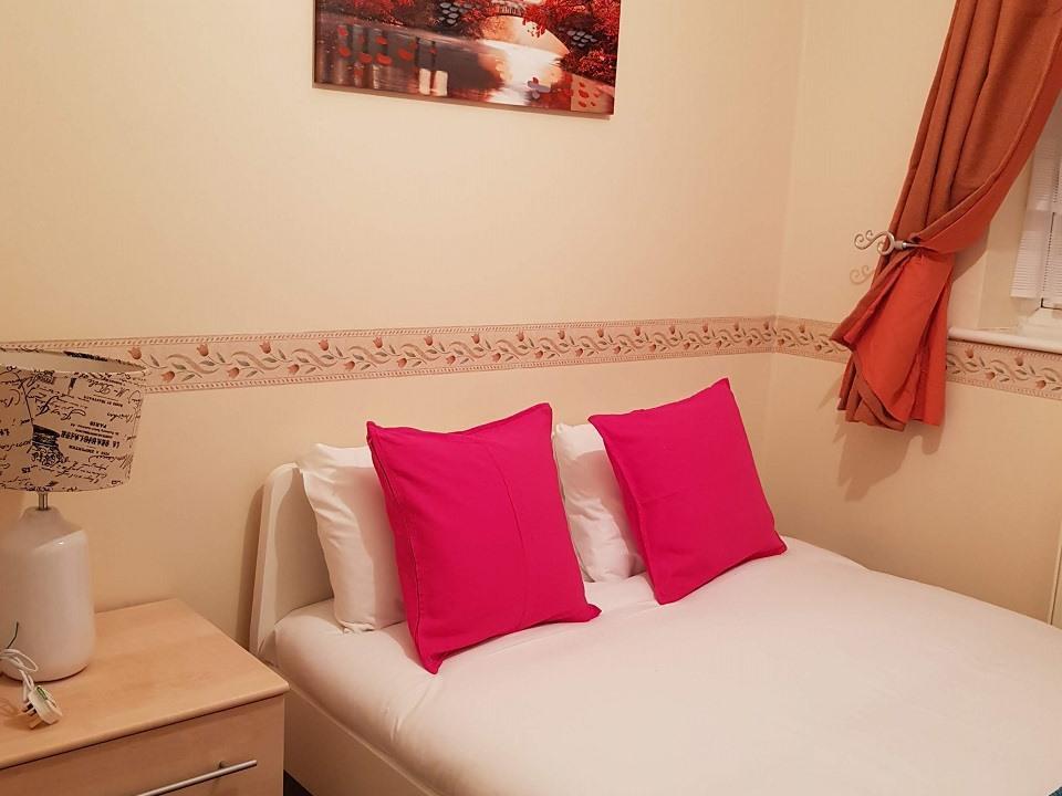 Serviced-Apartments-Luton-Ravenhill-House-Apartments-Near-Kenilworth-Road-Stadium-Urban-Stay-24
