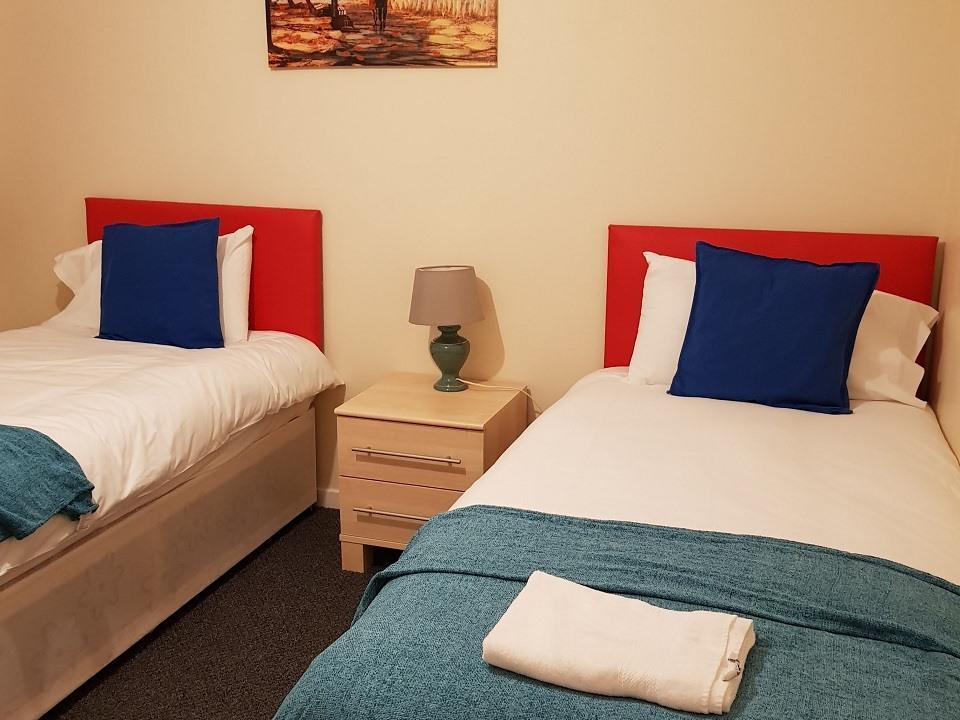 Serviced-Apartments-Luton-Ravenhill-House-Apartments-Near-Kenilworth-Road-Stadium-Urban-Stay-5