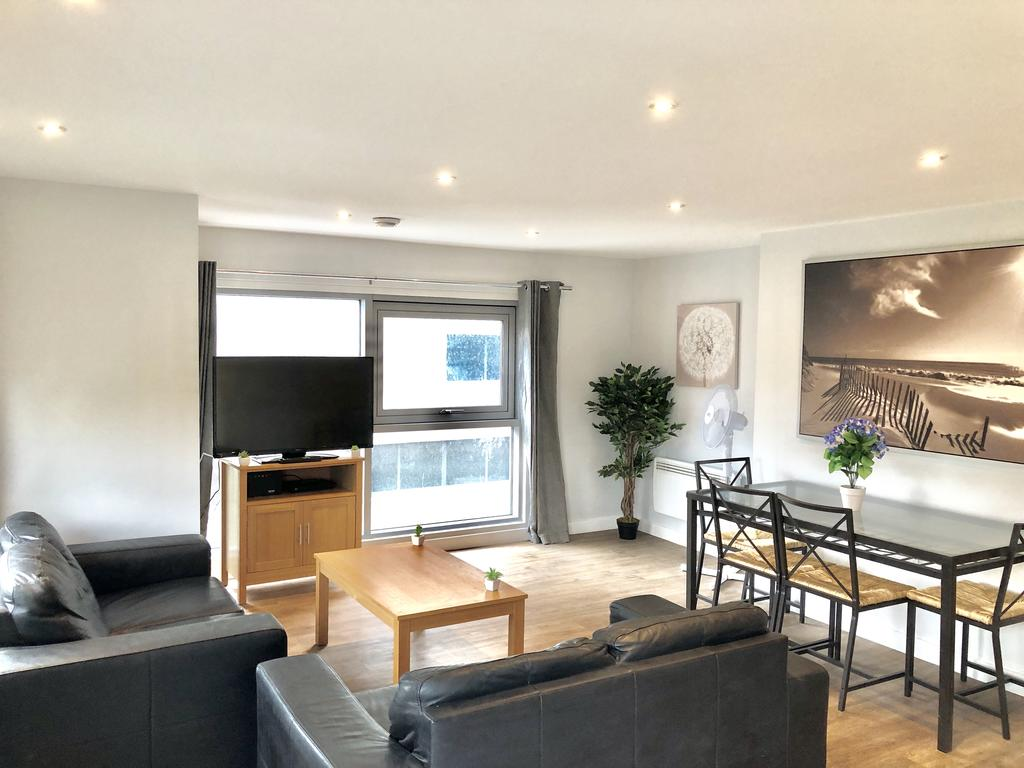 Serviced-Apartments-Swindon---Paramount-Building-Apartments---Princes-Street---Urban-Stay-10