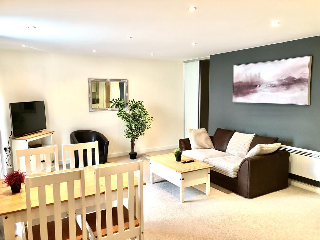 Serviced-Apartments-Swindon---Paramount-Building-Apartments---Princes-Street---Urban-Stay-11