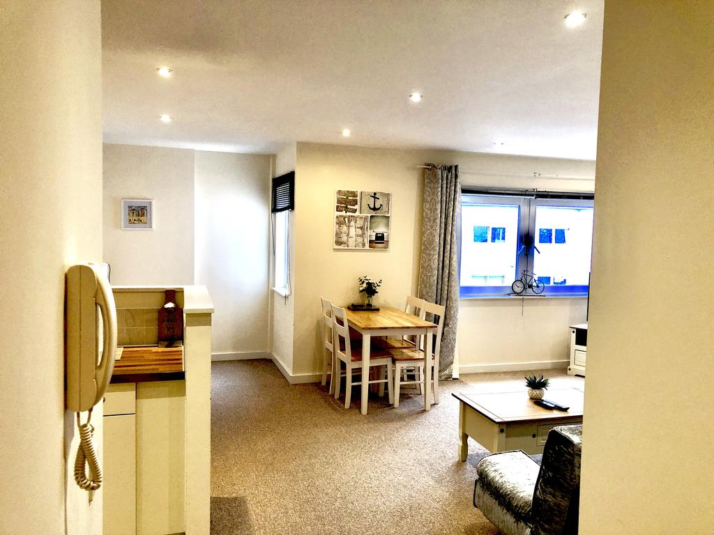 Serviced-Apartments-Swindon---Paramount-Building-Apartments---Princes-Street---Urban-Stay-12