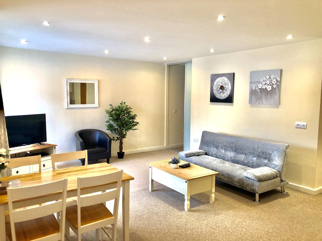 Serviced-Apartments-Swindon---Paramount-Building-Apartments---Princes-Street---Urban-Stay-13