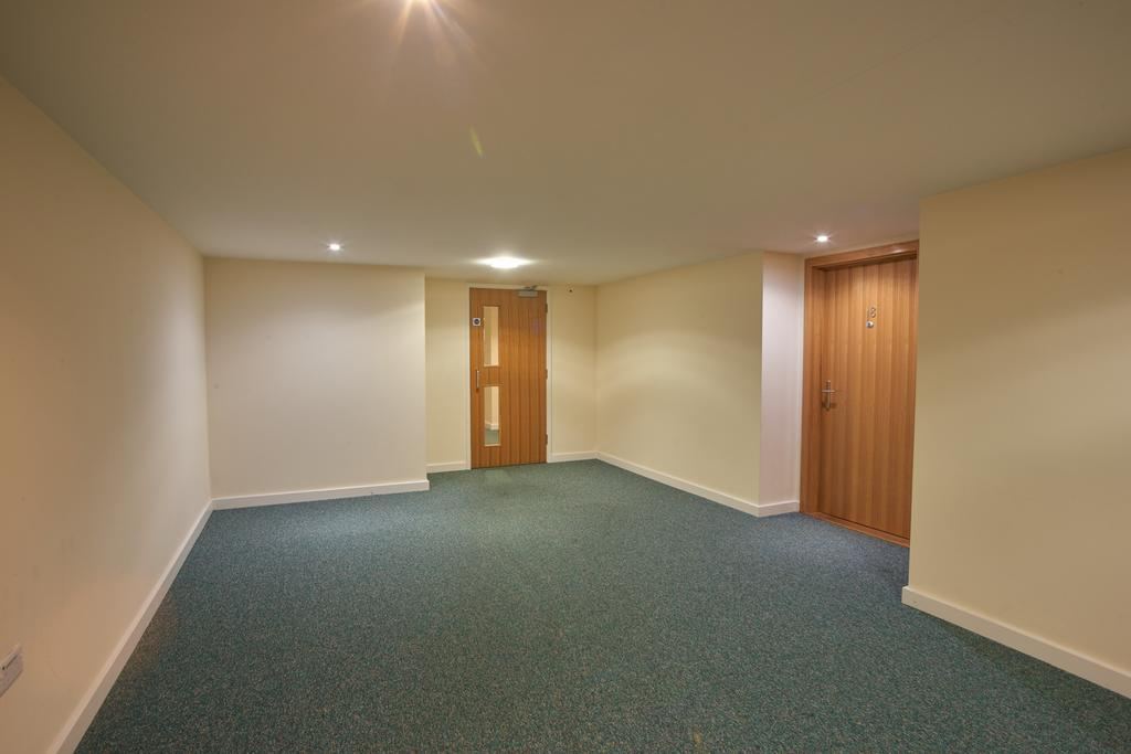 Serviced-Apartments-Swindon---Paramount-Building-Apartments---Princes-Street---Urban-Stay-15