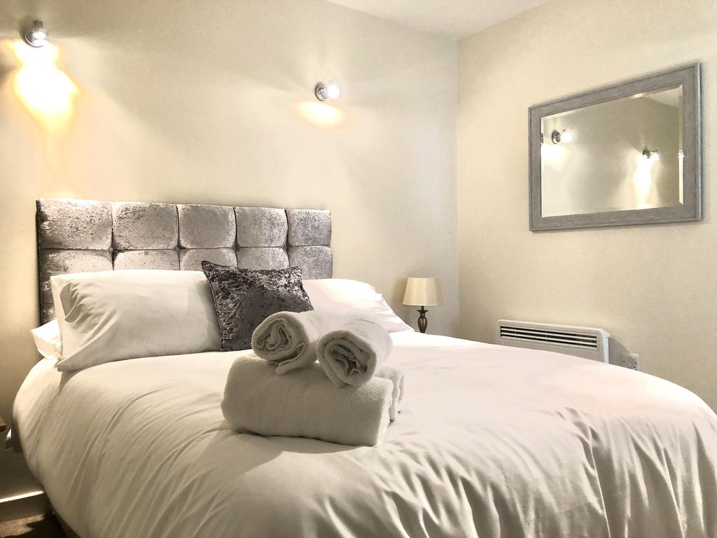 Serviced-Apartments-Swindon---Paramount-Building-Apartments---Princes-Street---Urban-Stay-17