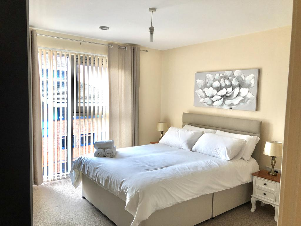 Serviced-Apartments-Swindon---Paramount-Building-Apartments---Princes-Street---Urban-Stay-18