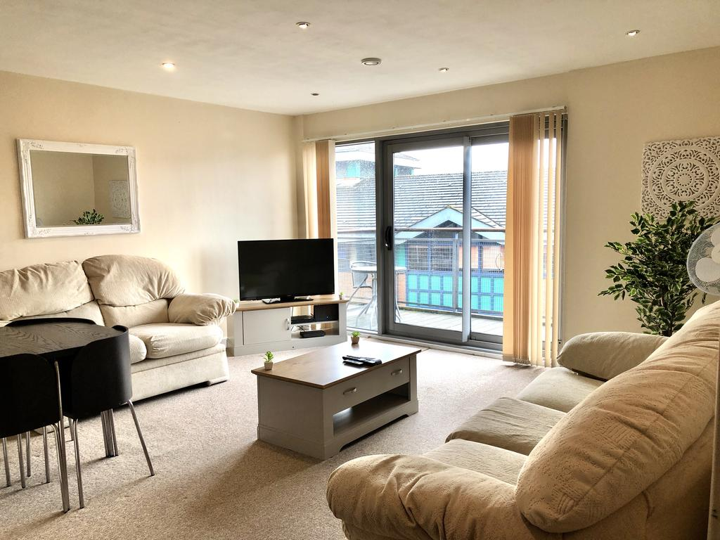 Serviced Apartments Swindon - Paramount Building Apartments - Princes Street - Urban Stay 2