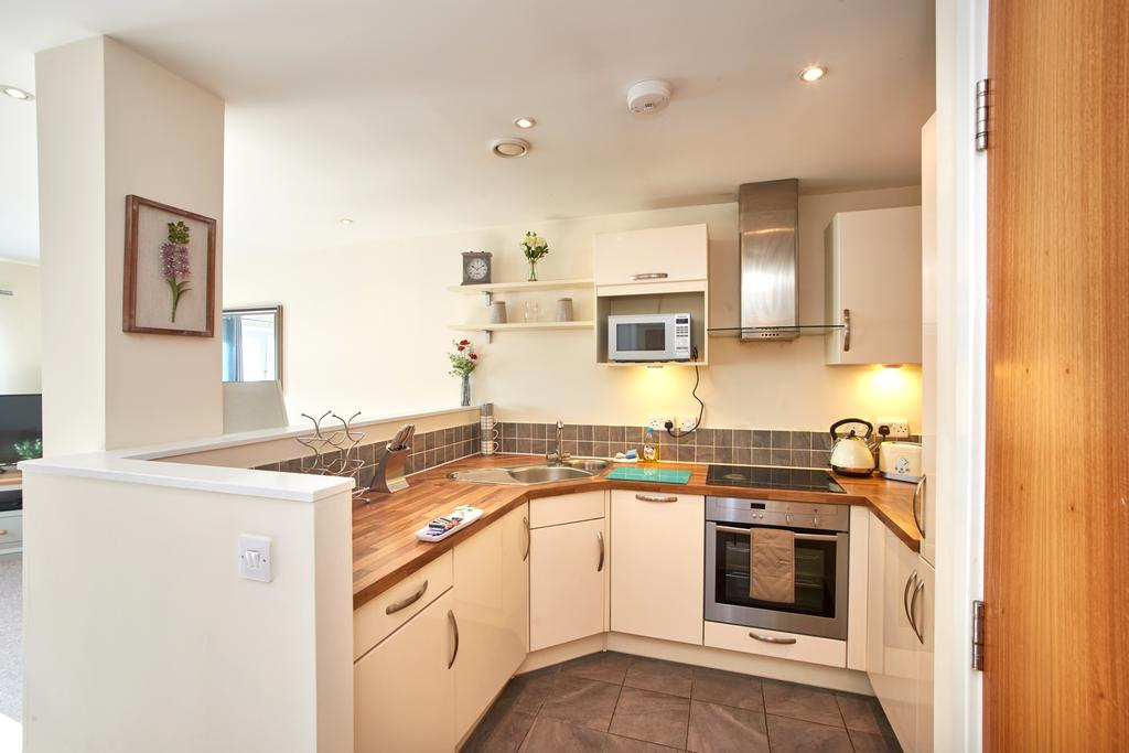 Serviced-Apartments-Swindon---Paramount-Building-Apartments---Princes-Street---Urban-Stay-21
