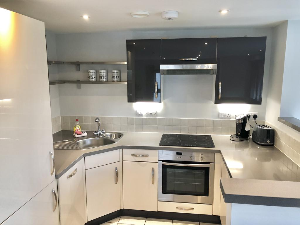 Serviced-Apartments-Swindon---Paramount-Building-Apartments---Princes-Street---Urban-Stay-23