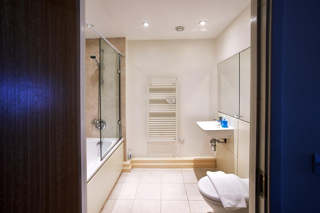 Serviced-Apartments-Swindon---Paramount-Building-Apartments---Princes-Street---Urban-Stay-24