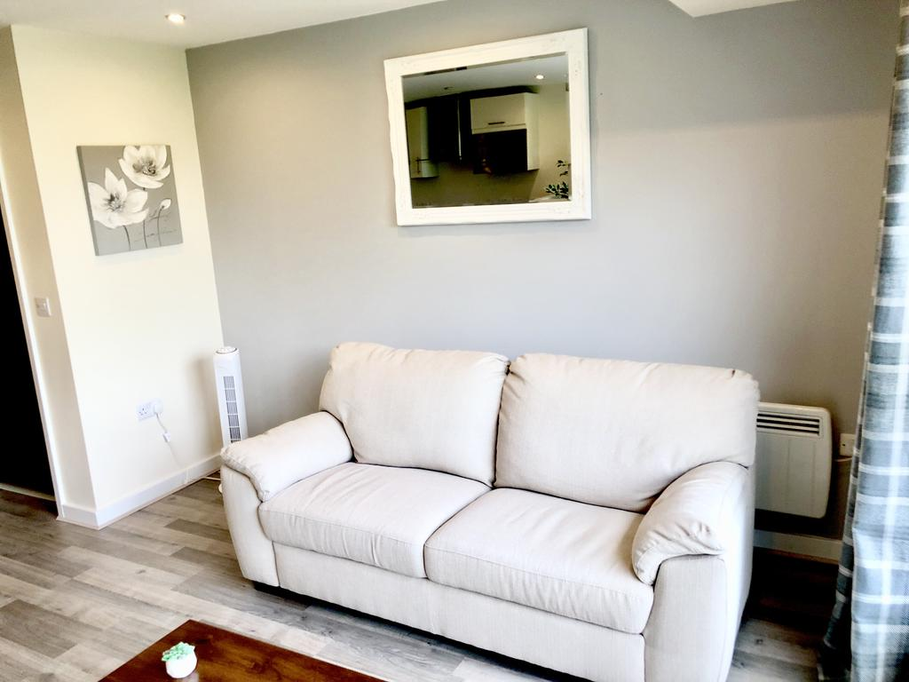 Serviced-Apartments-Swindon---Paramount-Building-Apartments---Princes-Street---Urban-Stay-25