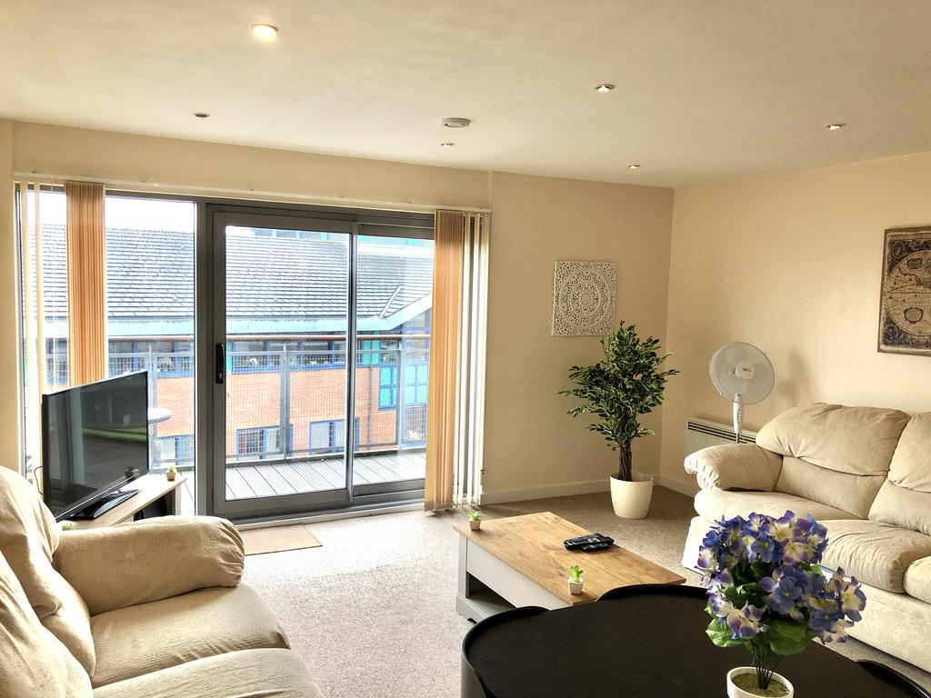 Serviced-Apartments-Swindon---Paramount-Building-Apartments---Princes-Street---Urban-Stay-3