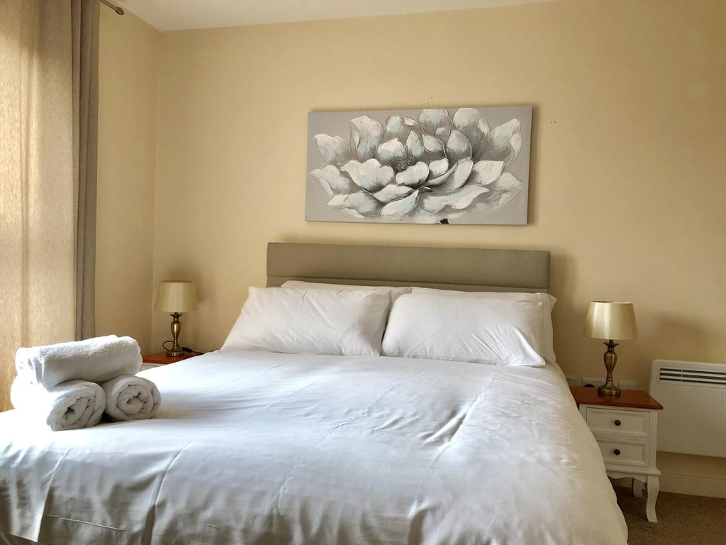 Serviced-Apartments-Swindon---Paramount-Building-Apartments---Princes-Street---Urban-Stay-5