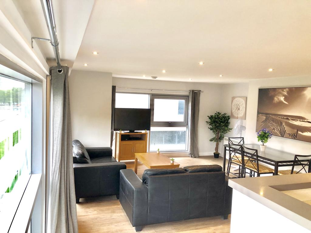 Serviced-Apartments-Swindon---Paramount-Building-Apartments---Princes-Street---Urban-Stay-9