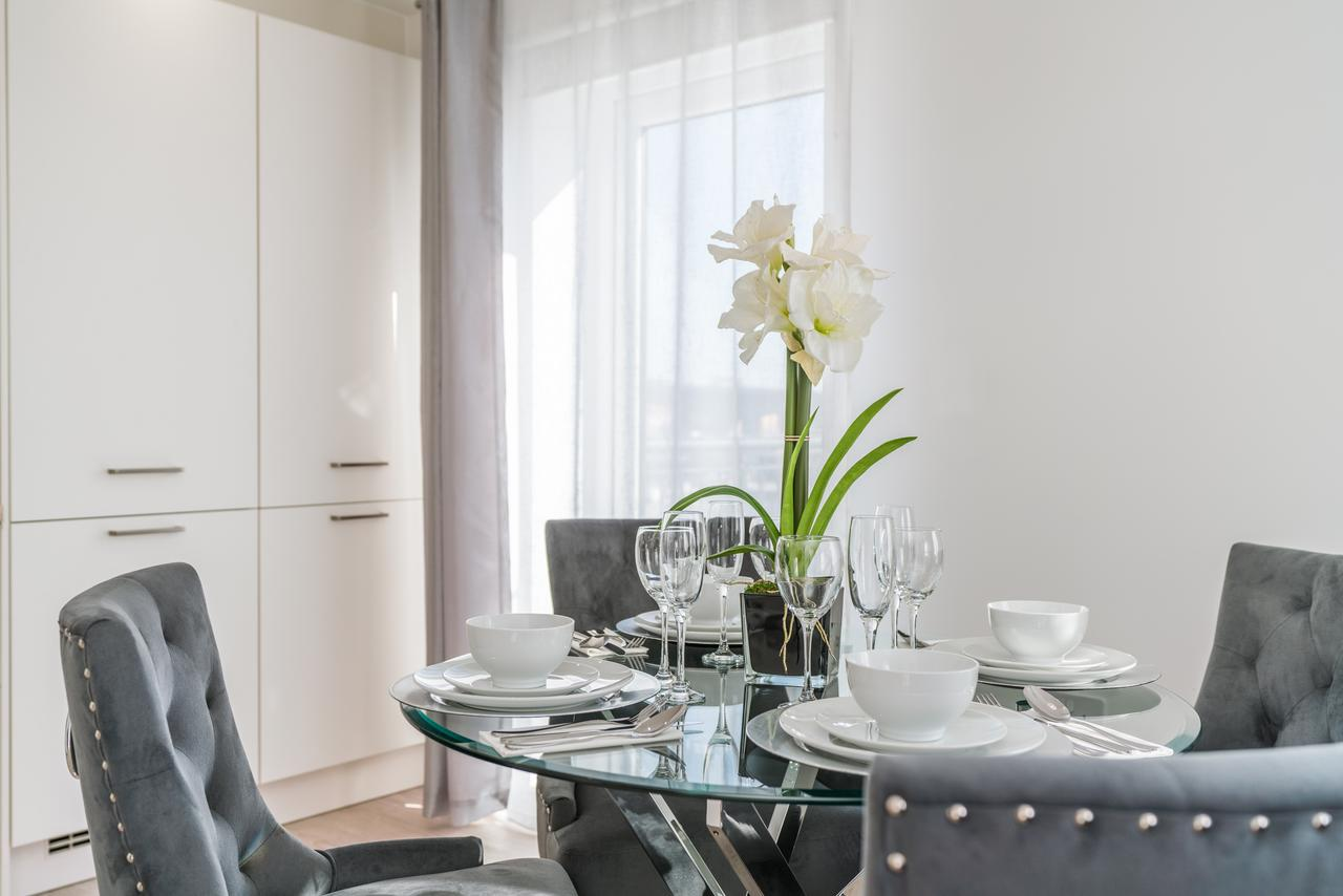 Available-now-Southampton-Corporate-Apartments,-UK-I-Book-Cheap-Luxury-Accommodation-in-Deanery-Court-I-Free-Parking,-Private-Balcony-and-All-bills-Incl