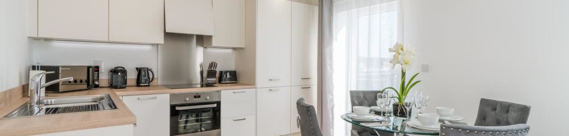 Available now Southampton Corporate Apartments, UK I Book Cheap Luxury Accommodation in Deanery Court I Free Parking, Private Balcony and All bills Incl