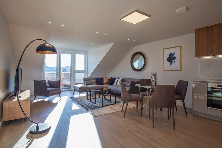 Staines-Upon-Thames-Serviced-Apartments---Heathrow-South-Apartments-Near-Thorpe-Park---Urban-Stay-1