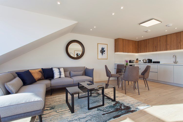 Staines-Upon-Thames-Serviced-Apartments---Heathrow-South-Apartments-Near-Thorpe-Park---Urban-Stay-2