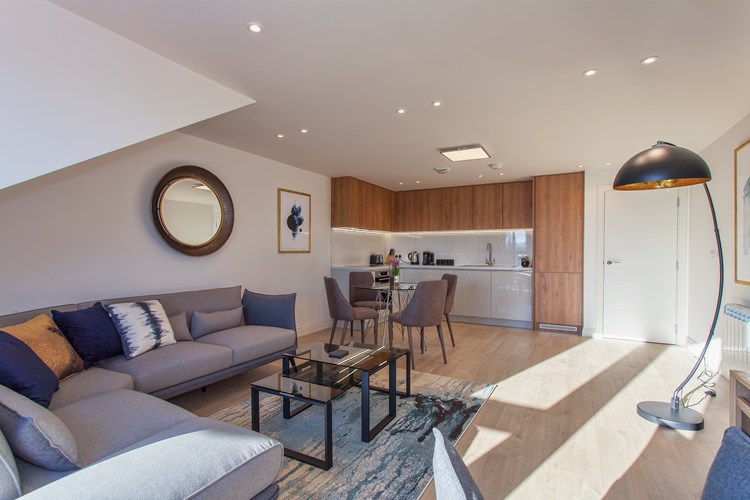 Staines-Upon-Thames-Serviced-Apartments---Heathrow-South-Apartments-Near-Thorpe-Park---Urban-Stay-5