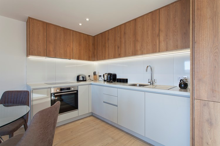 Staines-Upon-Thames-Serviced-Apartments---Heathrow-South-Apartments-Near-Thorpe-Park---Urban-Stay-6