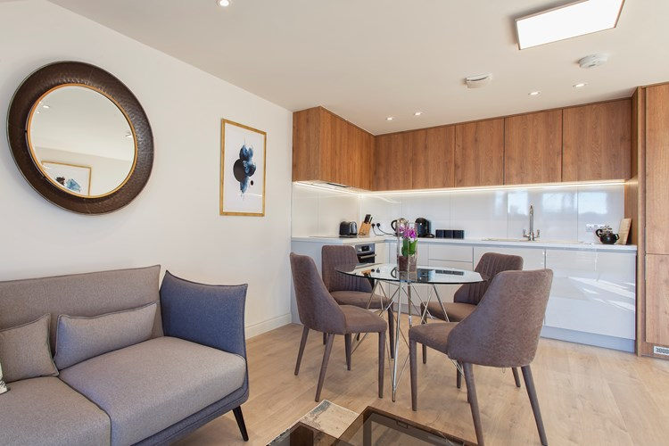 Staines-Upon-Thames-Serviced-Apartments---Heathrow-South-Apartments-Near-Thorpe-Park---Urban-Stay-7