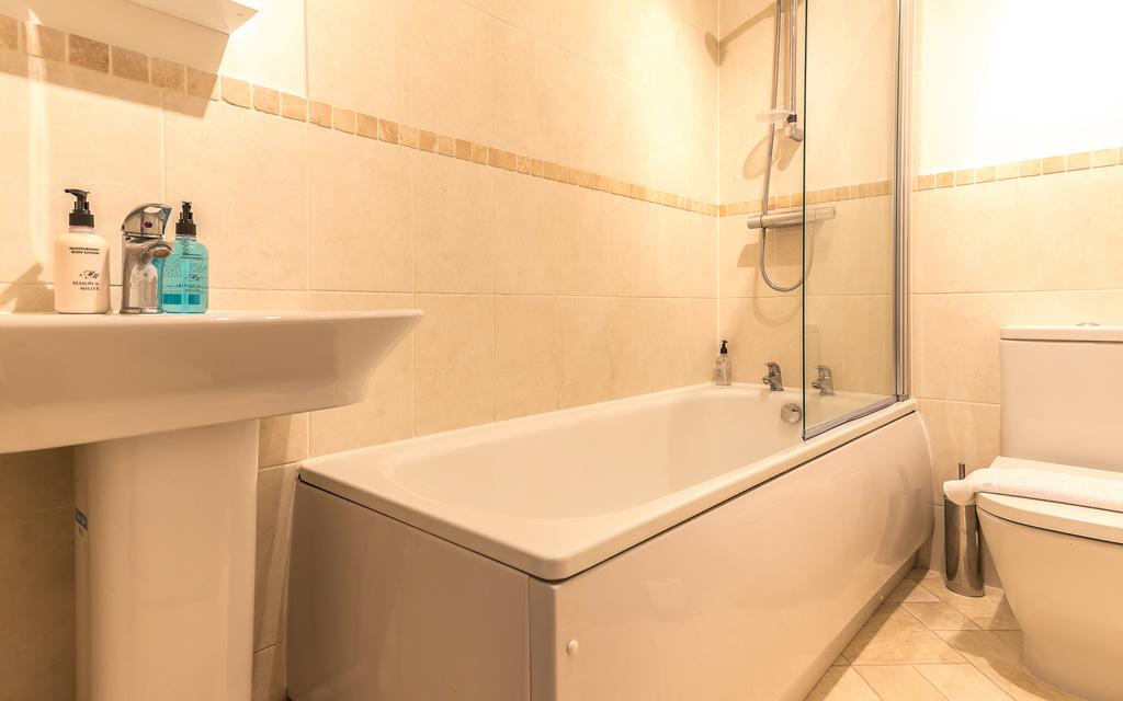 Swindon-Serviced-Accommodation---Wessex-Court-Apartments---Lydiard-Park---Urban-Stay-10