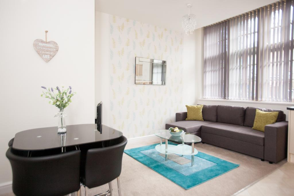 Swindon-Serviced-Accommodation---Wessex-Court-Apartments---Lydiard-Park---Urban-Stay-18