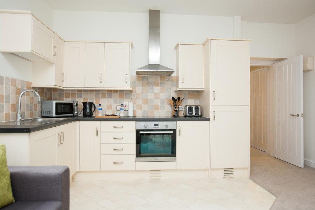 Swindon-Serviced-Accommodation---Wessex-Court-Apartments---Lydiard-Park---Urban-Stay-19