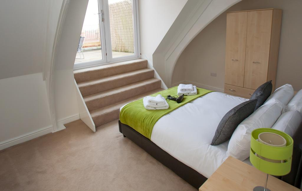 Swindon-Serviced-Accommodation---Wessex-Court-Apartments---Lydiard-Park---Urban-Stay-2