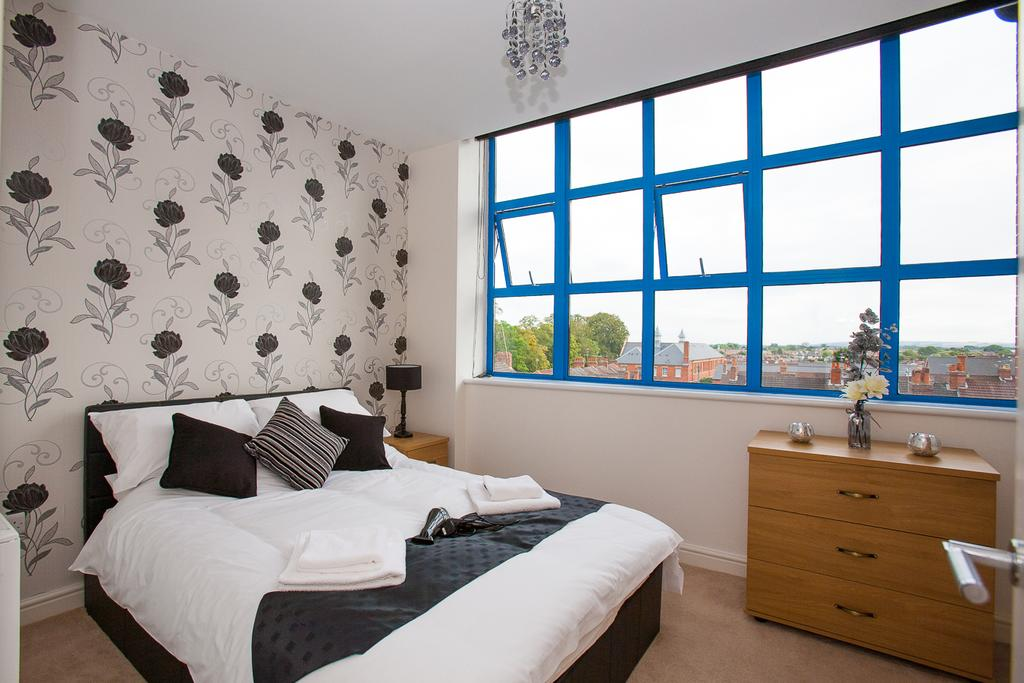 Swindon-Serviced-Accommodation---Wessex-Court-Apartments---Lydiard-Park---Urban-Stay-4