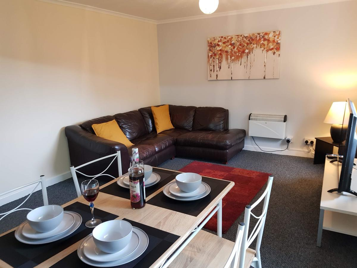 Book your Best Cheap Corporate Accommodation Luton. I Aubrey House Short Lets Luton with convenient location close to London I Free Wifi & Free Parking