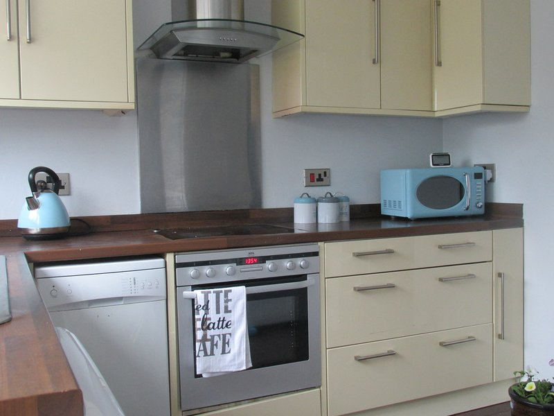 Serviced-Accommodation-Houghton-Regis---Chelsea-Gardens-Available-Now-I-Book-Corporate-Short-Let-Accommodation-in-Bedfordshire-I-Free-Steet-Parking