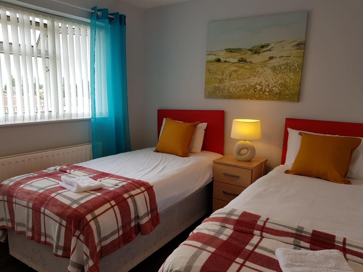 Available-Now-Serviced-Accommodation-Nottingham,-UK---Penllech-House-I-Book-your-Short-Let-Accommodation-in-Nottinghamshire-I-Free-Parking-&-Private-Garden