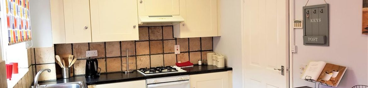Available Now Serviced Accommodation Nottingham, UK - Penllech House I Book your Short Let Accommodation in Nottinghamshire I Free Parking & Private Garden