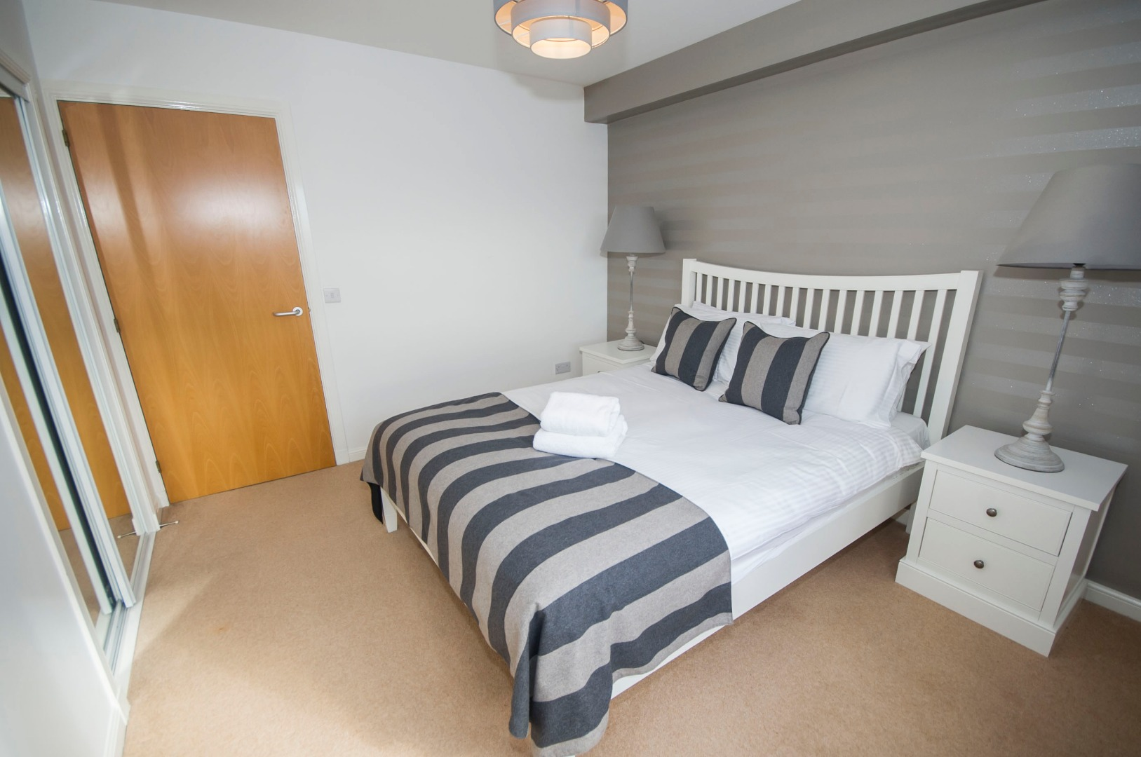 Aberdeen-Corporate-Luxury-Accommodation---Portland-Street-Apartments-Near-Union-Square-Shopping-Centre---Urban-Stay-1