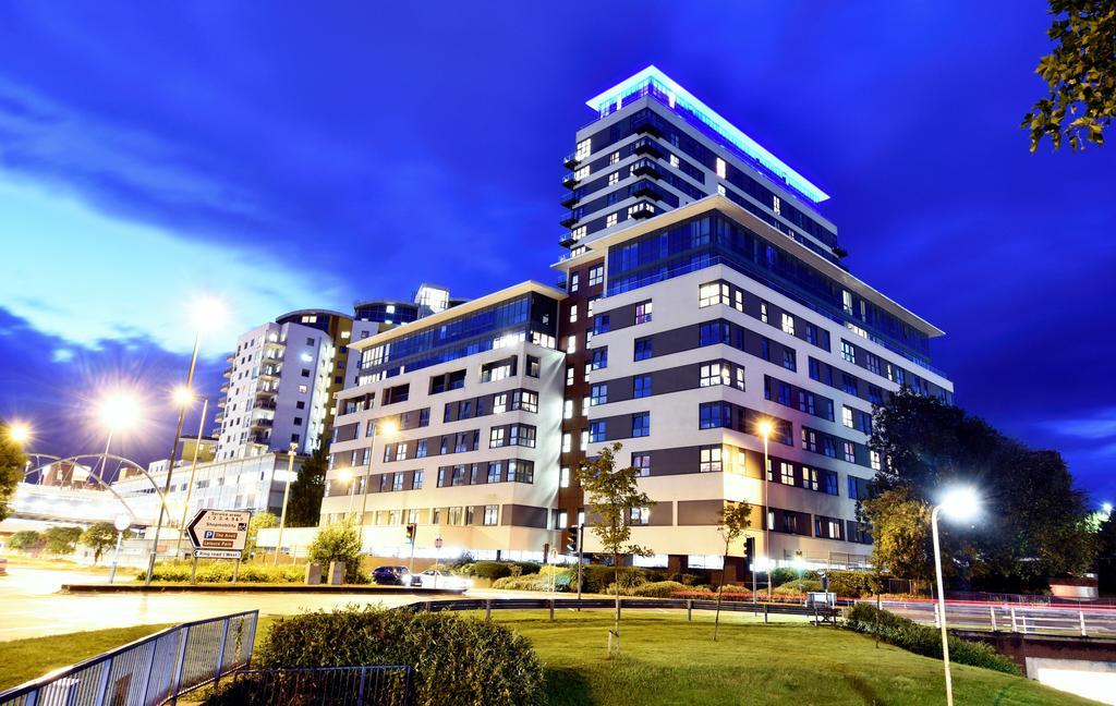 Basingstoke-Corporate-Accommodation---Skyline-Plaza-Apartments-Near-Festival-Place-Shopping-Centre---Urban-Stay-1