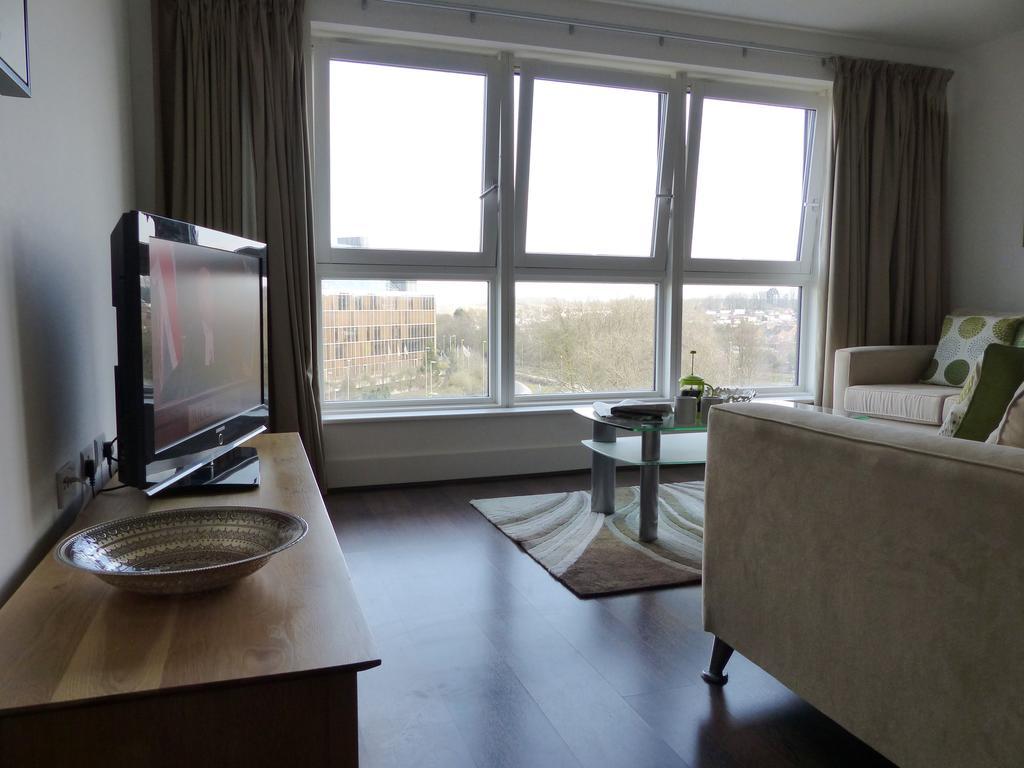 Basingstoke-Corporate-Accommodation---Skyline-Plaza-Apartments-Near-Festival-Place-Shopping-Centre---Urban-Stay-4