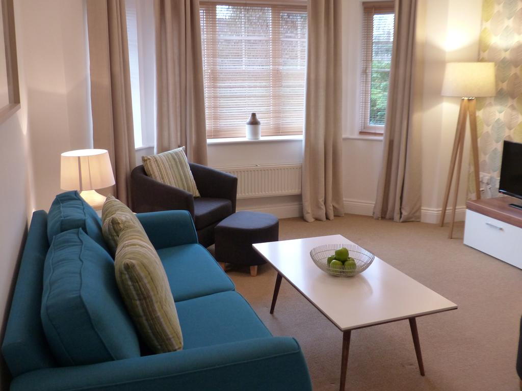 Basingstoke Luxury Corporate Accommodation - St Raphael House Apartments Near The Malls Shopping Centre - Urban Stay 5