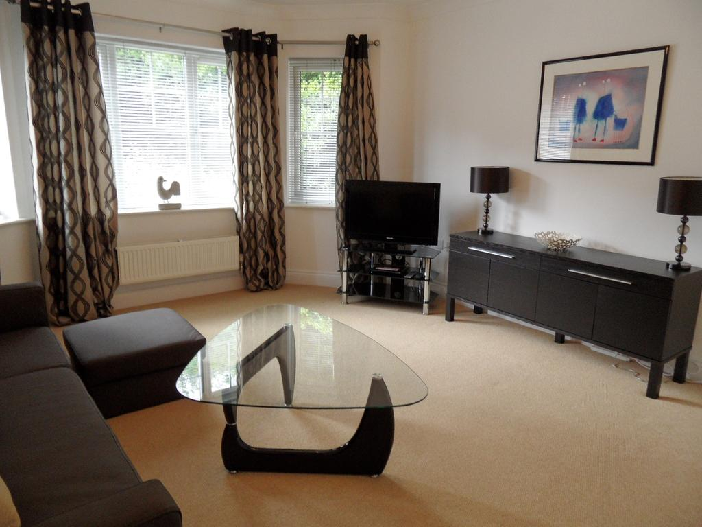 Basingstoke-Luxury-Corporate-Accommodation---St-Raphael-House-Apartments-Near-The-Malls-Shopping-Centre---Urban-Stay-7
