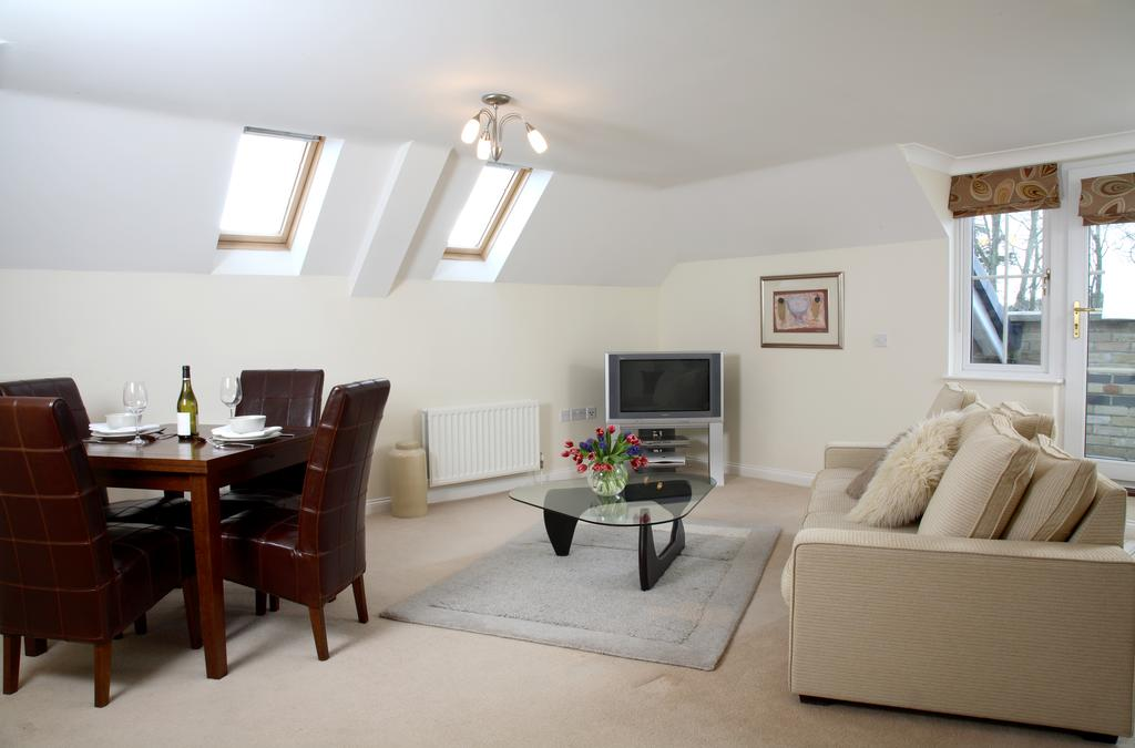 Basingstoke Luxury Serviced Accommodation - Westlands House Apartments Near Basingstoke Railway Station - Urban Stay 3