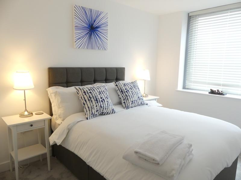 Basingstoke-Serviced-Accommodation---Churchill-Place-Apartments-Near-Milestones-Museum---Urban-Stay-12