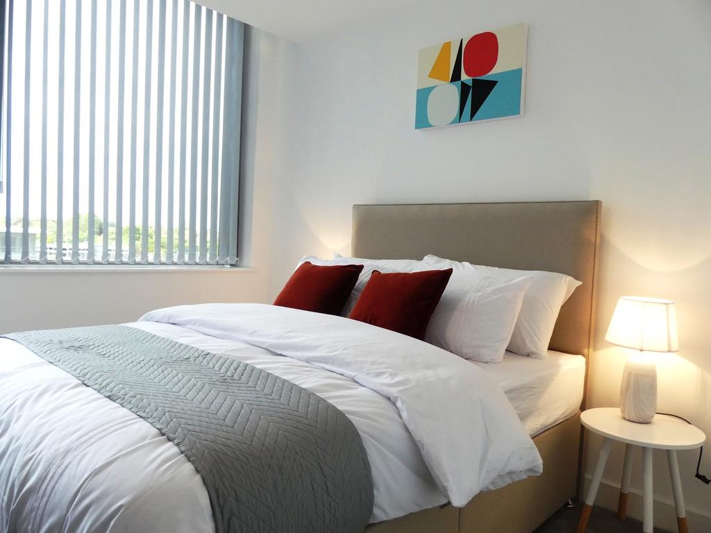Basingstoke-Serviced-Accommodation---Churchill-Place-Apartments-Near-Milestones-Museum---Urban-Stay-13