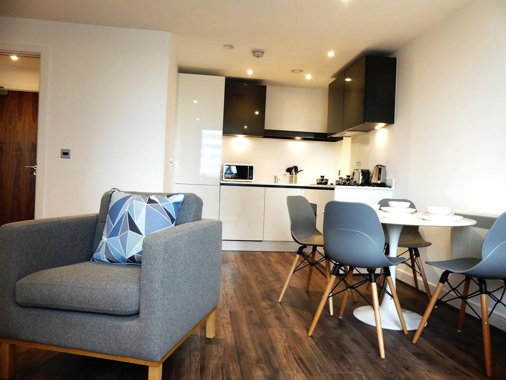 Basingstoke Serviced Accommodation - Churchill Place Apartments Near Milestones Museum - Urban Stay 4