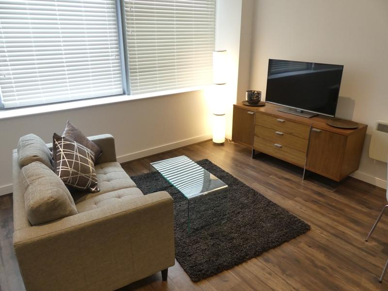 Basingstoke-Serviced-Accommodation---Churchill-Place-Apartments-Near-Milestones-Museum---Urban-Stay-9