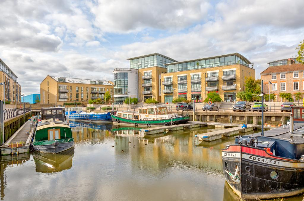 Brentford-Corporate-Apartments---Concord-Apartments-Near-Griffin-Park---Urban-Stay-1