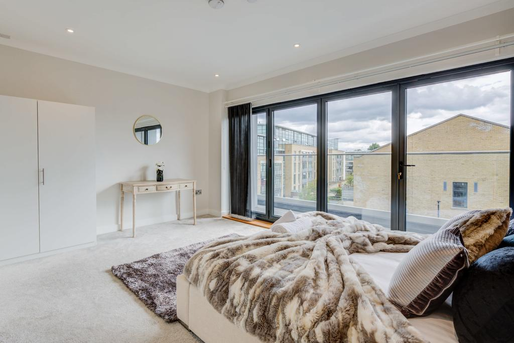 Brentford-Corporate-Apartments---Concord-Apartments-Near-Griffin-Park---Urban-Stay-11