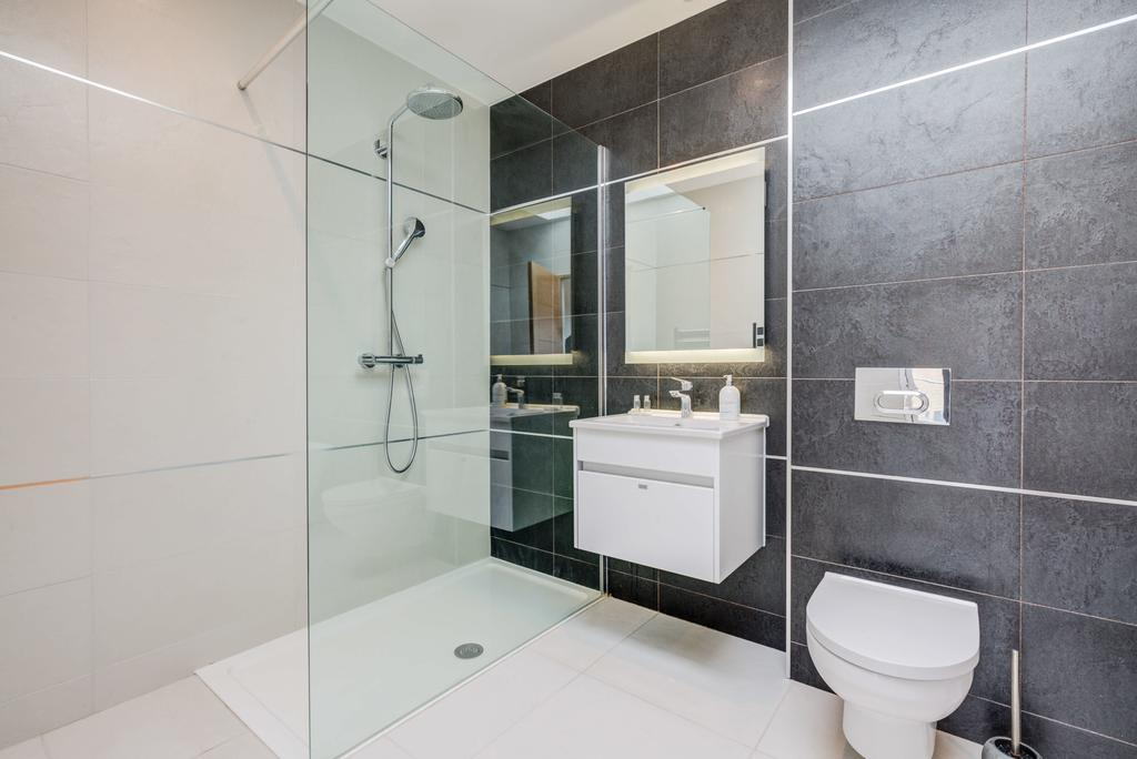 Brentford-Corporate-Apartments---Concord-Apartments-Near-Griffin-Park---Urban-Stay-8