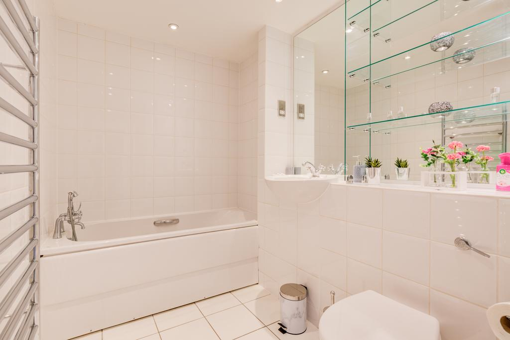 Corporate-Accommodation-Brentford---Town-Meadow-Apartments-Near-Griffin-Park-London---Urban-stay-12