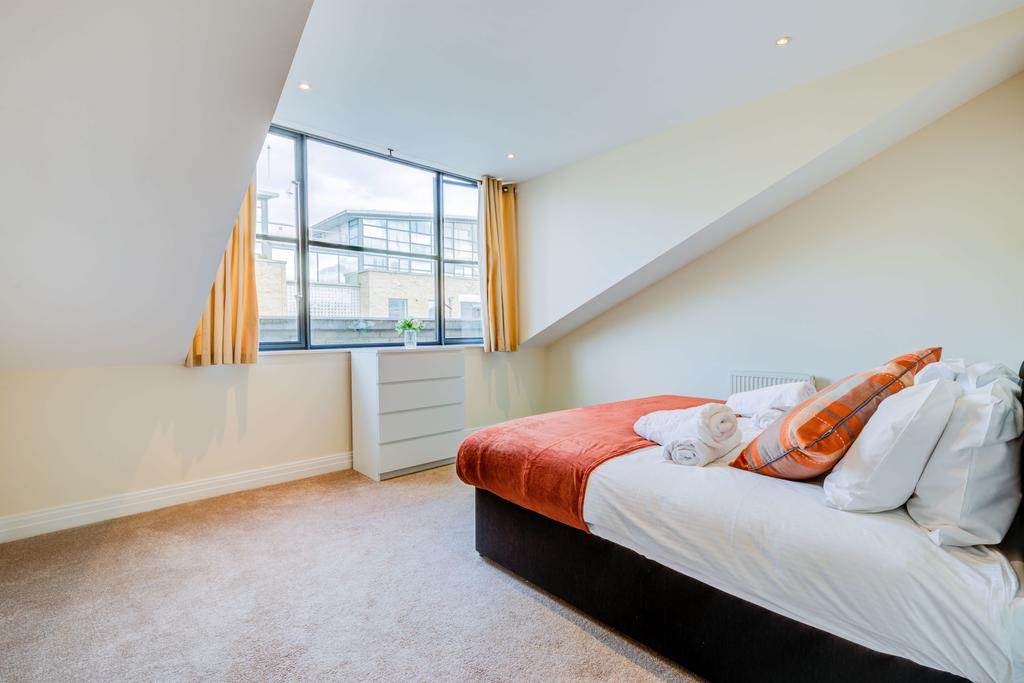 Corporate-Accommodation-Brentford---Town-Meadow-Apartments-Near-Griffin-Park-London---Urban-stay-20